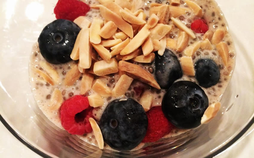 Chia Breakfast Pudding with Cinnamon and Almond Milk